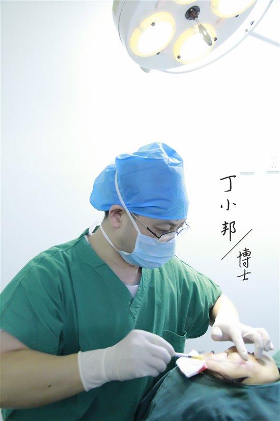 北京艾玛整形假体隆胸部【找丁小