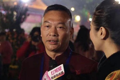 谢松青会长接受媒体采访